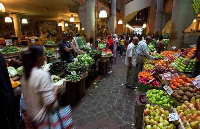 Venez flaner dans les allées du marché de Port Louis