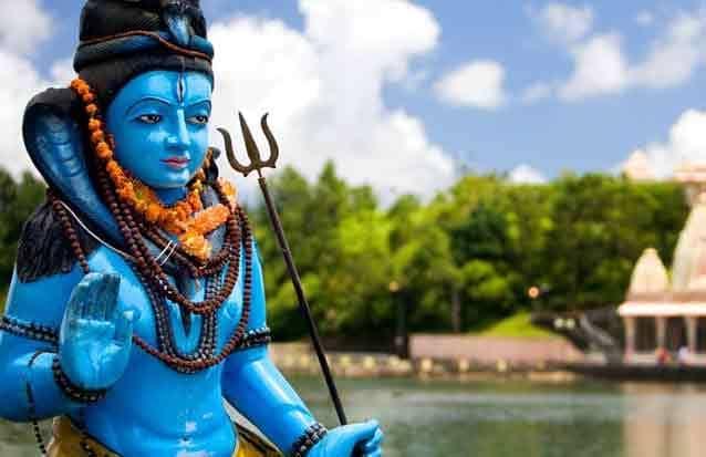 Statue de Shiva au grand bassin hindouiste